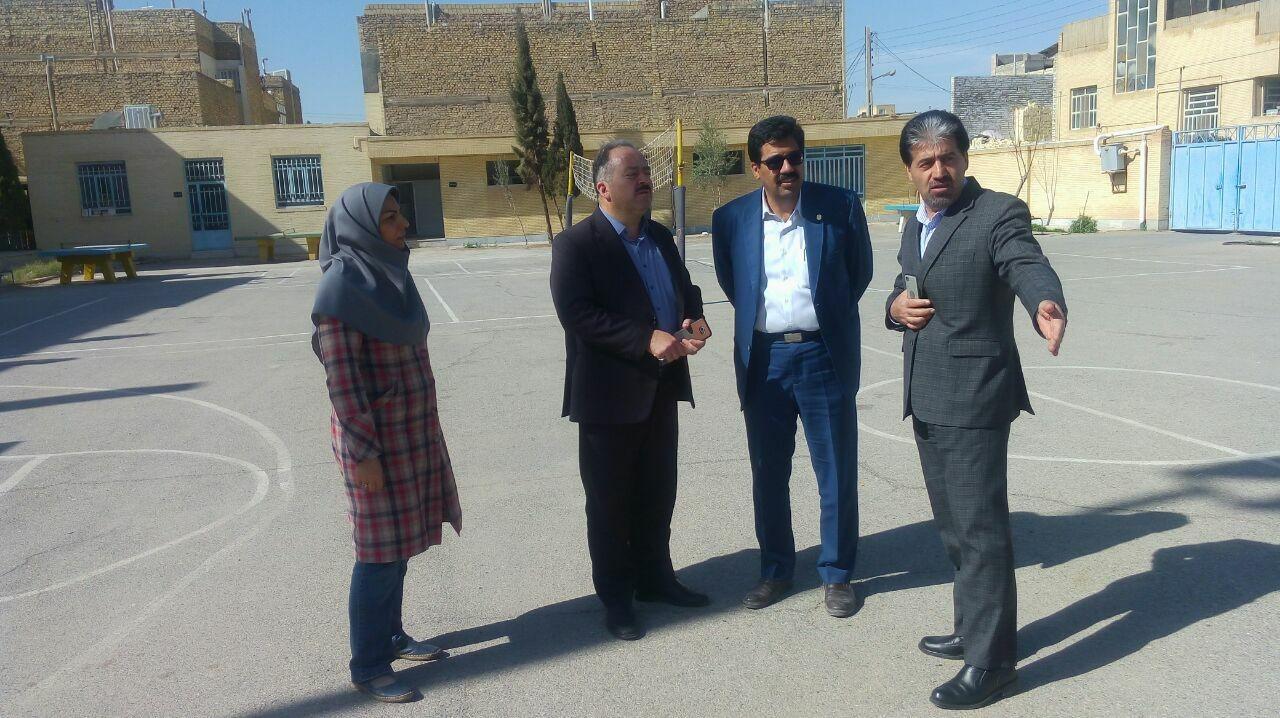 اداره کل نوسازی مدارس استان یزد - بازدید مدیرکل نوسازی مدارس استان از مدارس ناحیه 1و2 شهر یزد