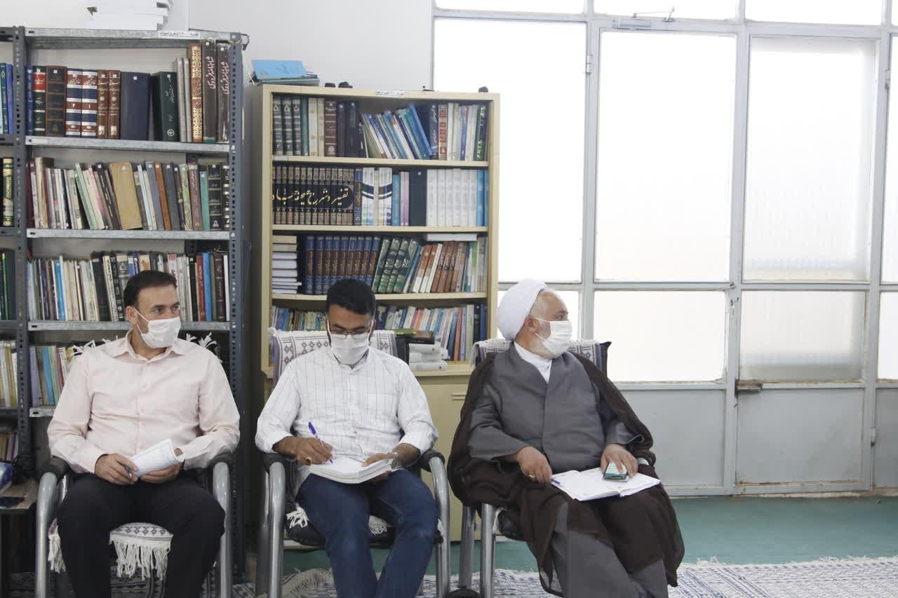 اداره کل نوسازی مدارس استان یزد - حضور مدیر کل اداره کل نوسازی یزد در جلسه شورای آموزش و پرورش میبد
