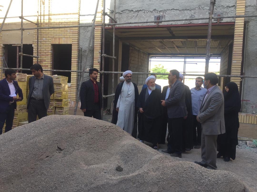 اداره کل نوسازی مدارس استان یزد - بازديد نماینده ولی فقیه استان یزد از مدرسه معارف مطهری در یزد