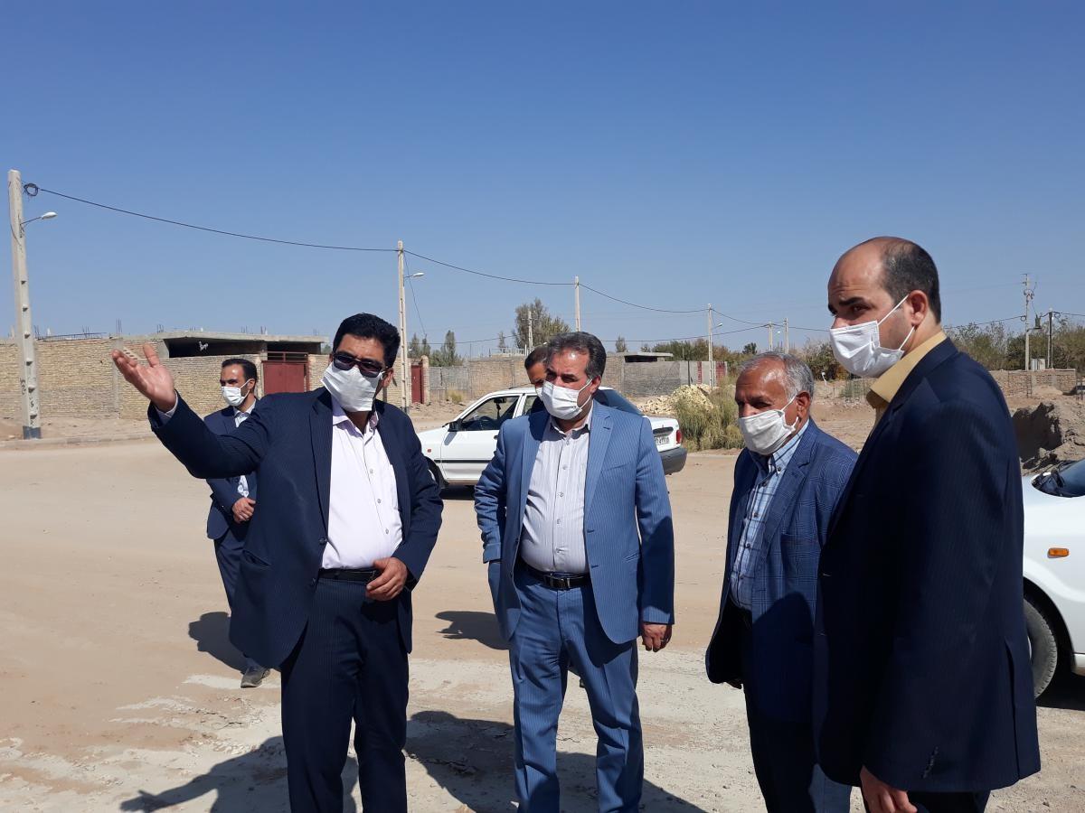 اداره کل نوسازی مدارس استان یزد - با حضور امام جمعه شهر زارچ از پروژه های خیری این بخش بازدید گردید