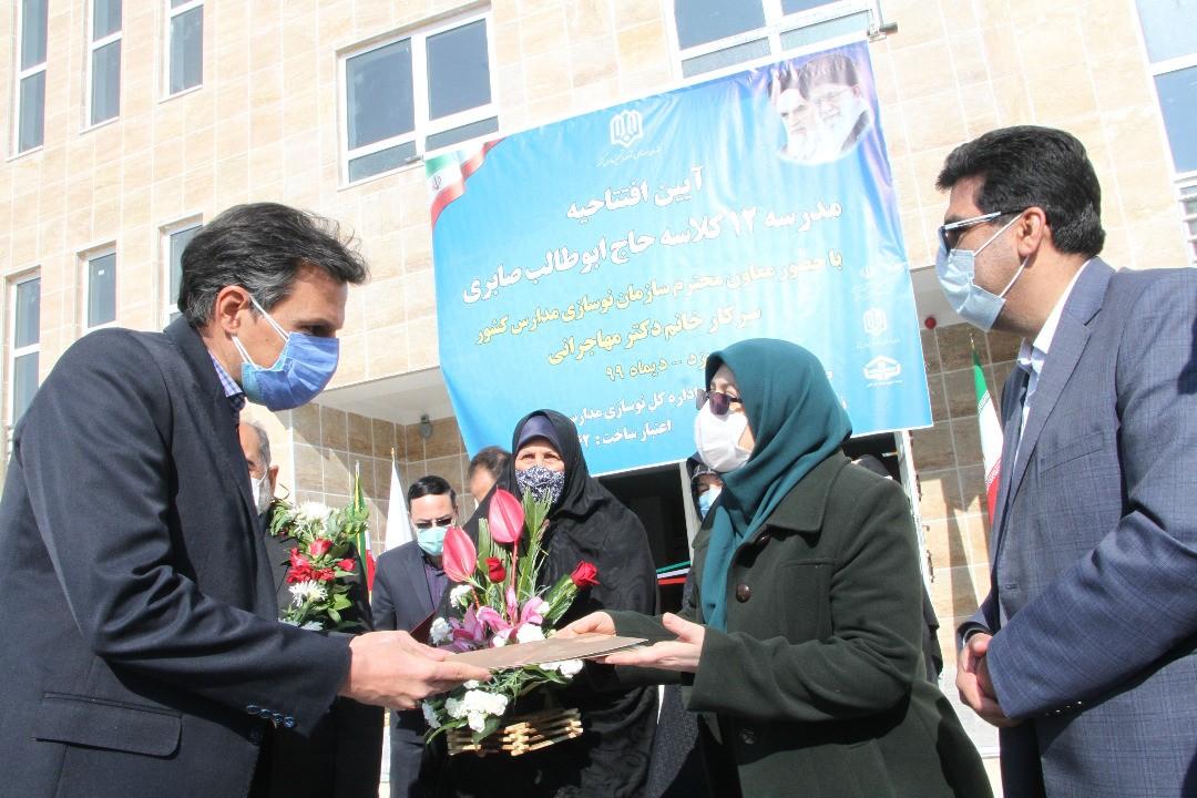 اداره کل نوسازی مدارس استان یزد - هنرستان دخترانه با ۱۲ کلاس درس در شهر یزد افتتاح شد
