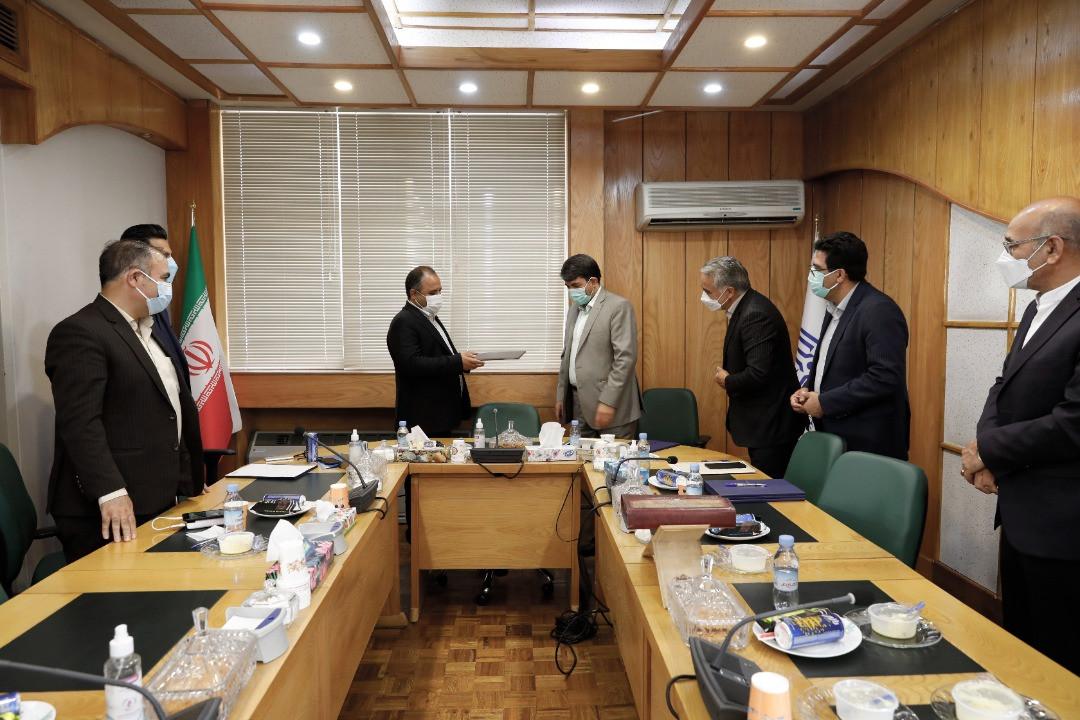 اداره کل نوسازی مدارس استان یزد - آیین امضای تفاهمنامه ساخت  14 مدرسه با مشارکت خیرین استان یزد