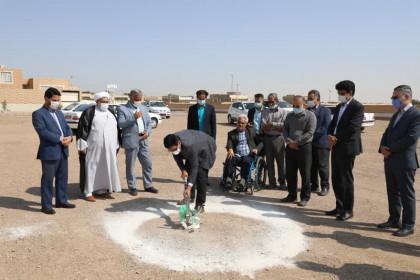 آیین کلنگ زنی احداث مدرسه 6 کلاسه بنیاد برکت در شهرستان میبد یزد