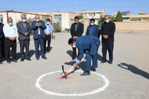 آیین آغاز عملیات اجرایی دبیرستان 12 کلاسه خیّری در شهرستان مهریز که به صورت تمام خیّری احداث خواهد شد برگزار گردید .