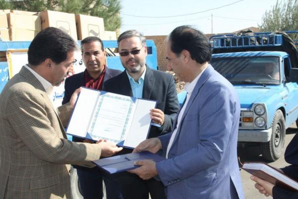اهدای 20 هزار بسته لوازم التحریر توسط بانک آینده به دانش آموزان بی بضاعت استان یزد