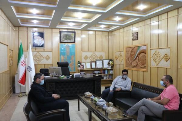 دیدار مدیرکل نوسازی استان یزد با مستند ساز خیرین مدرسه ساز در میبد