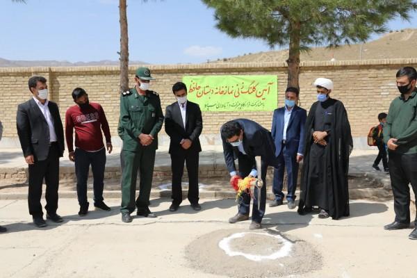 به مناسبت هفته دفاع مقدس کلنگ ساخت نماز خانه مدرسه حافظ در شهرستان خاتم یزد زده شد