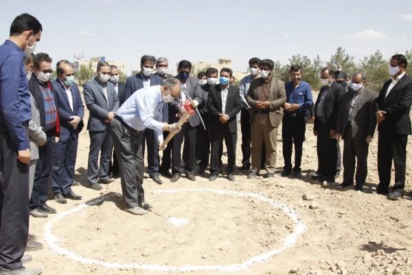 به مناسبت روز معلم آئین آغاز عملیات اجرائی4 مدرسه در اردکان برگزار گردید