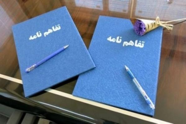 انعقاد تفاهم نامه احداث یک باب آموزشگاه 6 کلاسه مشارکتی در شب عاشورای حسینی دراسلام آباد اشکذر